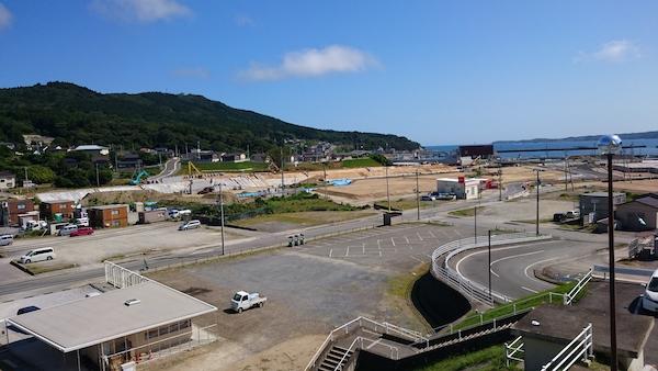 *津波 :人間のスケールを超えた「自然」の時間。 (写真 東日本大地震10年の鮎川。加藤幸治)